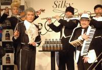 マギー司郎さんが演奏している楽器はハンドロールピアノ
